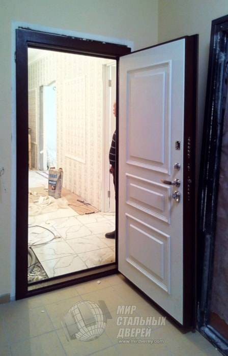 Межкомнатные двери из массива сосны – купить в СПб