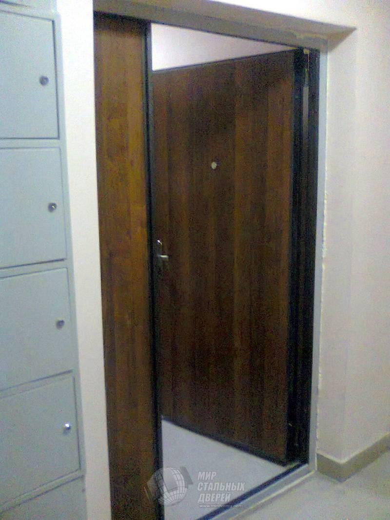 Межкомнатные двери в интерьере - правила подбора и фото
